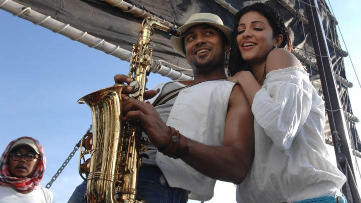Shruti Haasan And Surya Musical Instrument In Hand – 7aum Arivu Movie